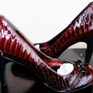 Nicole Miller Simulated Snake Skin Woman's Shoe